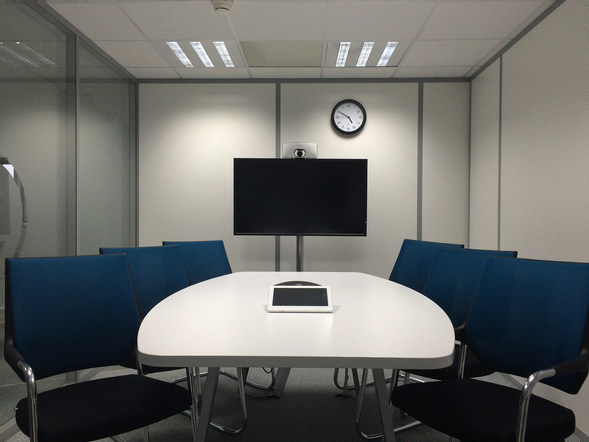 Paying attention to the design of your huddle room will help you maximize productivity even in small spaces.